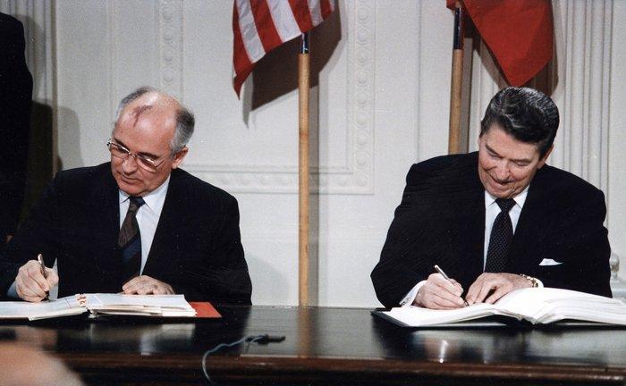 Рональд Рейган и Михаил Горбачев Договор РСМД