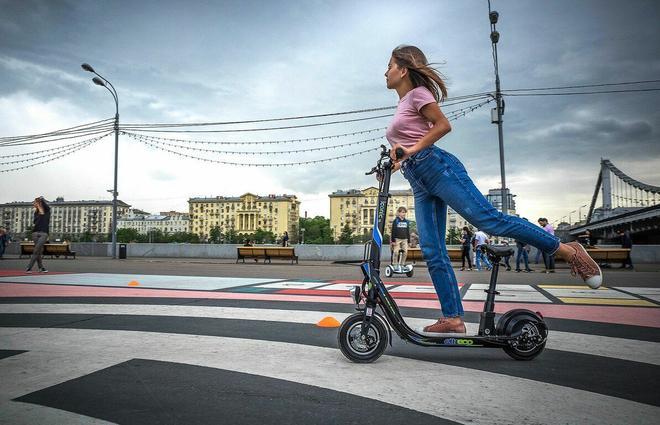 В Украине электросамокат признали транспортным средством