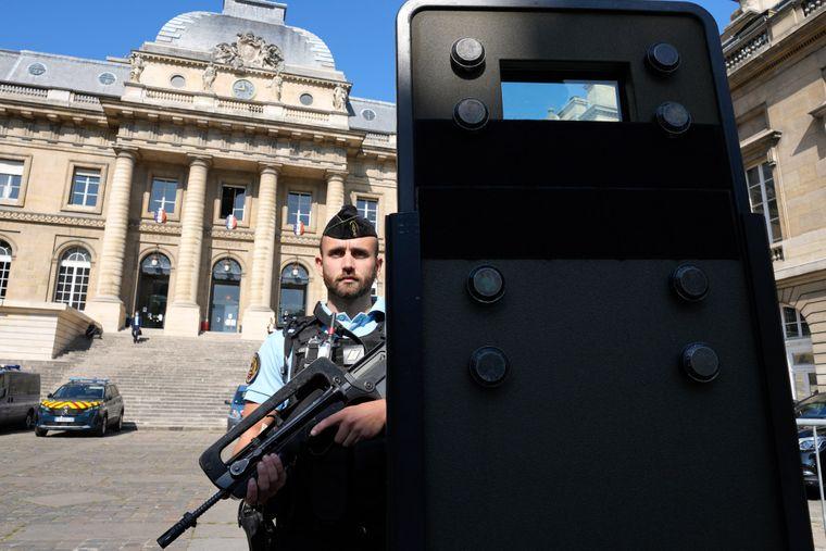 Боротьба з тероризмом чи ісламофобія? Як Франція змінює правила для мусульман