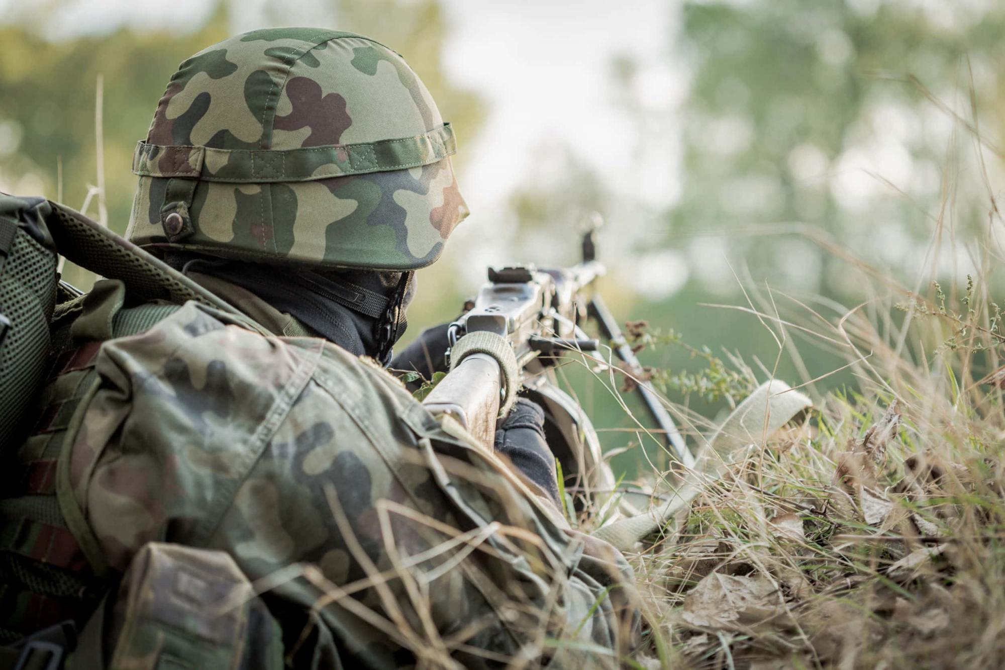 Окупанти 12 разів обстріляли українських захисників, двох військових поранено