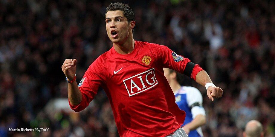 """""""Всі дивилися, що у нього в тарілці"""". Партнери Роналду по Манчестер Юнайтед перестали їсти тістечка, побачивши його меню"""