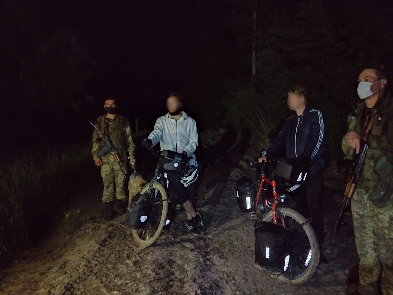 Двоє велосипедистів з Німеччини незаконно перетнули кордон, бо думали, що Україна в ЄС