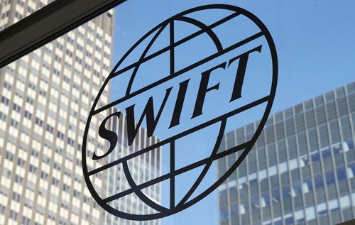 При отключении от SWIFT Россия не сможет экспортировать нефть и газ и потеряет до 10% ВВП, – экономист