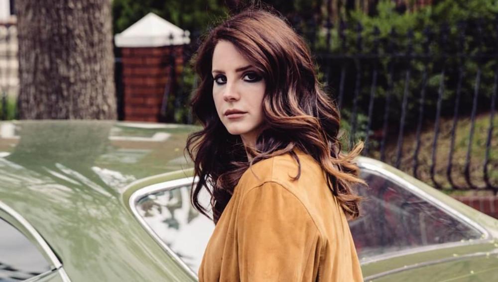 """Американська співачка записала відеозвернення та """"пішла"""" із соцмереж"""