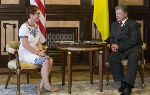 Картинки по запросу марі йованович і петро порошенко