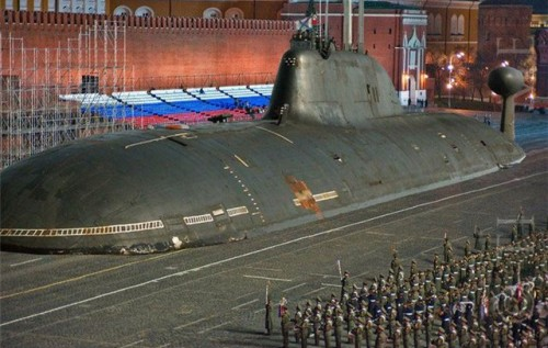 Кто принимает парад победы в москве