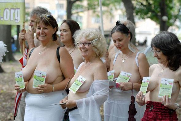 фотографии женщин с обнажённой грудью