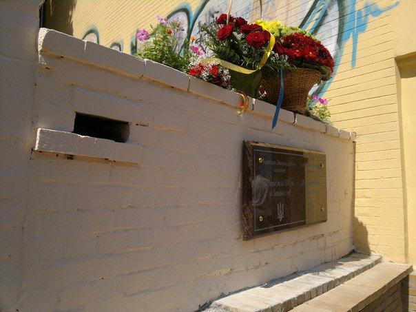 На Андріївському узвозі депутат Європарламенту відкрив пам'ятний знак. ФОТО, ВІДЕО