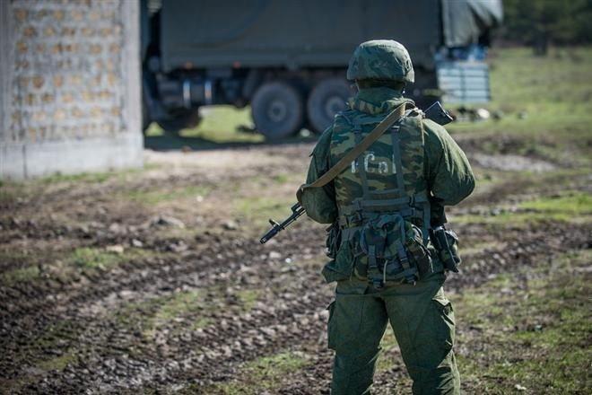Единороссам следует не заниматься разжиганием ненависти к украинцам, а сесть на броню БТРа и лично возглавить марш-бросок десантников на Киев.