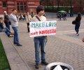 Шендерович и Обломов вышли на одиночные пикеты против войны в Украине. ФОТО