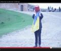Член Европарламента от Литвы «облился» флагом Украины. ВИДЕО
