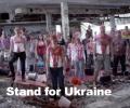 Европейцы умылись кровью в знак протеста против войны в Украине. ВИДЕО