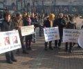 Біля КМДА зібрався багатолюдний мітинг на підтримку кінотеатру «Жовтень».  ФОТО