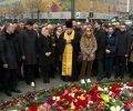 Депутати принесли квіти на Майдан в пам'ять про Нємцова. ВІДЕО